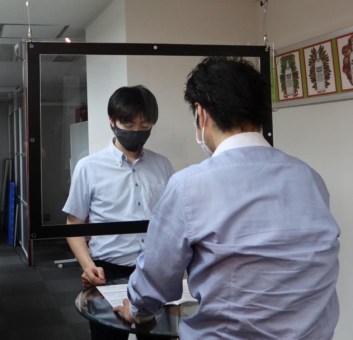 コロナウイルス飛沫感染防止アクリルパーテーション702×949 吊下げタイプ